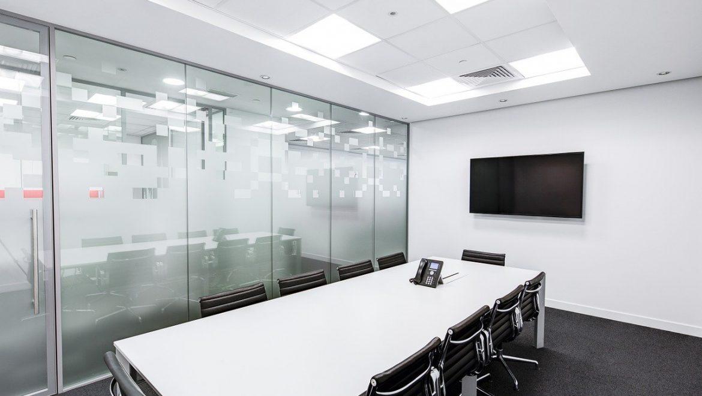 מהם היתרונות והחסרונות בקניית משרד בתל אביב?